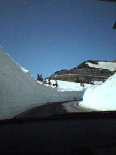 2004.04.29 雪の回廊(草津).JPG