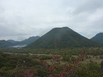 スルス岩(眺め).jpg